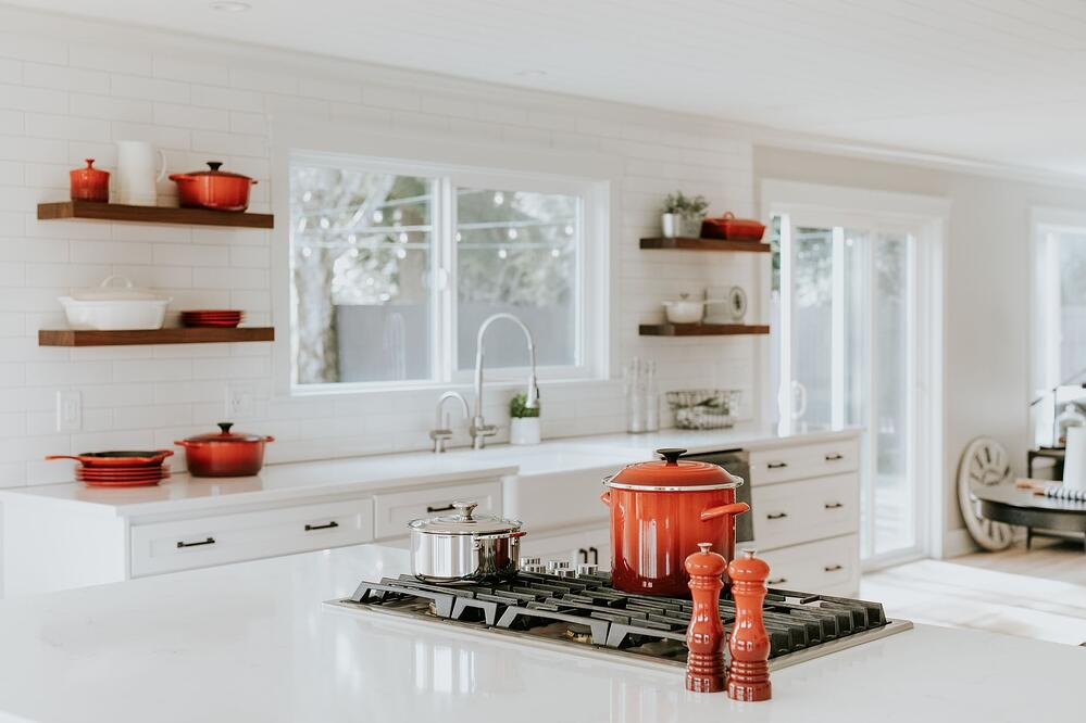 modern kitchen by becca-tapert-sY5RjMB1KkE-unsplash