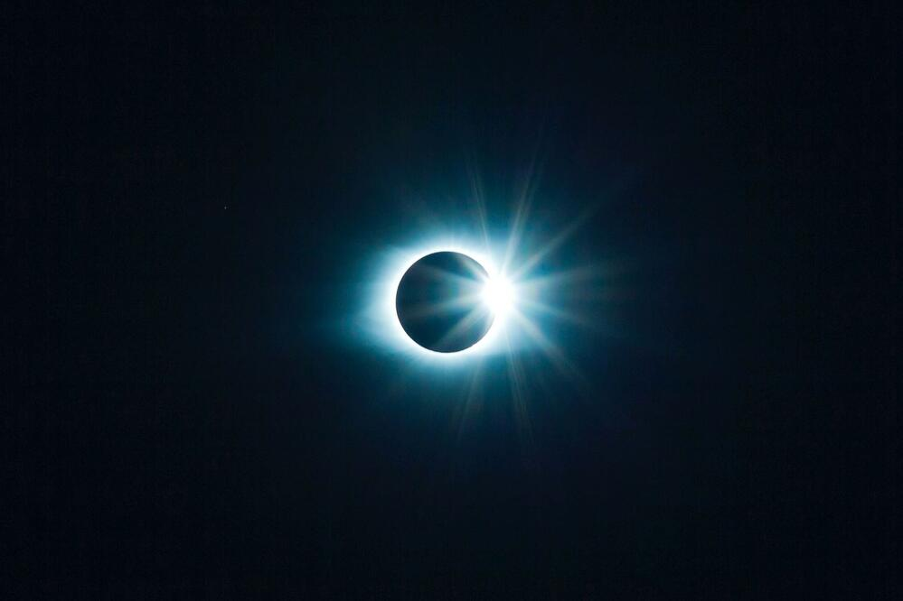 solar eclipse image_tyler-van-der-hoeven-_ok8uVzL2gI-unsplash